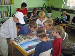 Vorschulkinder in der Stadtbibliothek